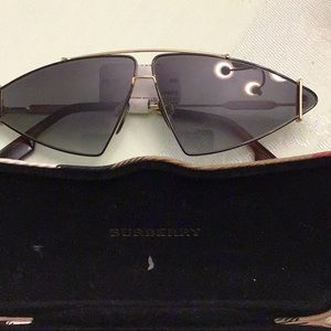 Burberry sunglasses new with case